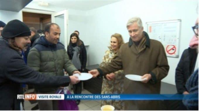 Le Roi Philippe Sert Les Repas Aux Sans-abri Durant La Visite D'un Refuge Bruxellois: «Il Faut Des Gens Comme Vous»
